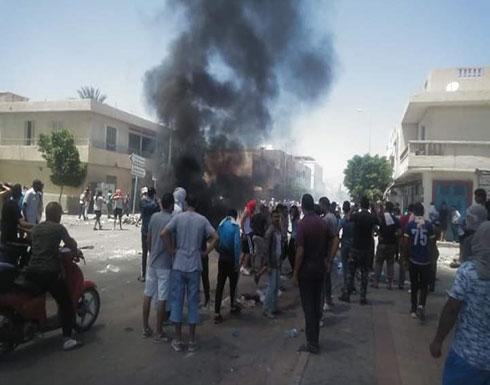 فض اعتصام مطلبي بالقوة في تونس.. ودعوة لإضراب عام .. بالفيديو