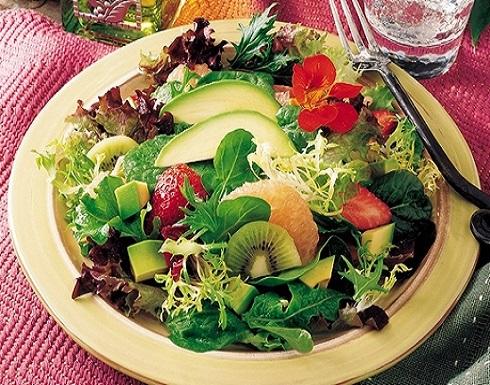 مزج الخضراوات والفاكهة يحميك من سرطان القولون والمستقيم