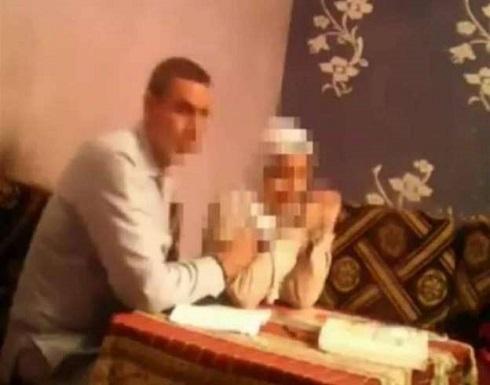 حركات مخلة .. مدرس يتحرش بتلميذات فصل كامل يثير ضجة بمصر