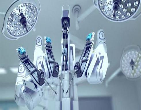 """ثورة طبية.. """"روبوت"""" يساعد في العمليات الجراحية!"""