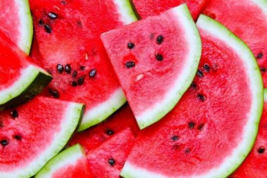 منها بذور البطيخ.. لا ترمِ هذه الأغذية واستفد من مزاياها الخفية