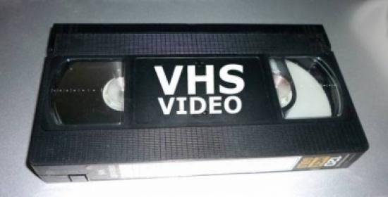 هل تملك أشرطة فيديو VHS لهذه الأفلام الـ 25؟ ستجني الكثير من المال!