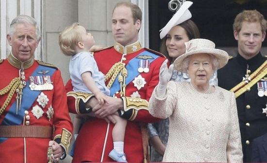 تعرف على القواعد الأكثر غرابة التي يلتزم بها أفراد العائلة المالكة ببريطانيا