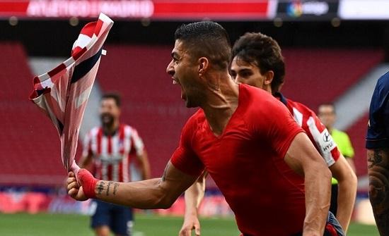 """سواريز يسجل هدفا """"ذهبيا"""" ويبقي أتلتيكو مدريد في الصدارة .. فيديو"""