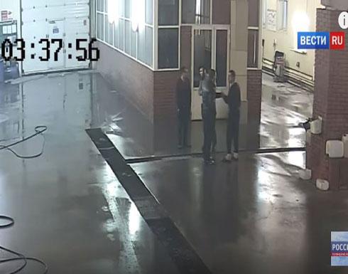 لحظة مقتل شاب رفض غسل سيارة «بي إم دبليو» (فيديو)