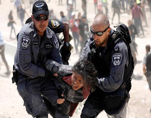 """الاحتلال يعتدي بالضرب والتنكيل على نساء """"خان الأحمر"""""""