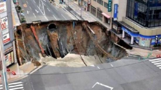 بالصورة: أتذكرون الحفرة العملاقة التي ظهرت في اليابان وتم إصلاحها؟ شاهدوا ماذا حدث مكانها الاَن!!
