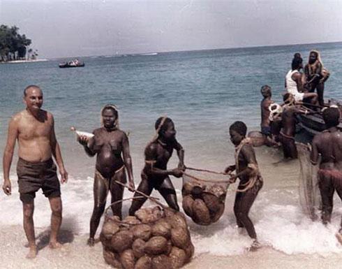 قبيلة بدائية معزولة عن العالم تقتل سائحا أمريكيا بالسهام (صور)