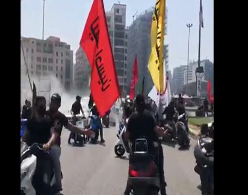 بأعلام مذهبية.. اعتداء عناصر حزب الله وأمل على ناشطين .. بالفيديو