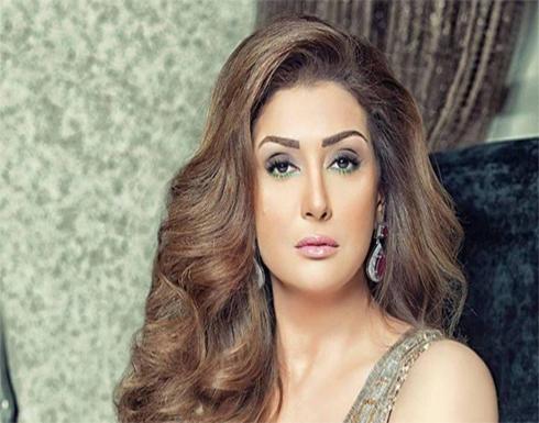 """بالفيديو : إعلامية مصرية تضبط الممثلة """"غادة عبدالرازق"""" وفنان شهير بغرفة النوم"""