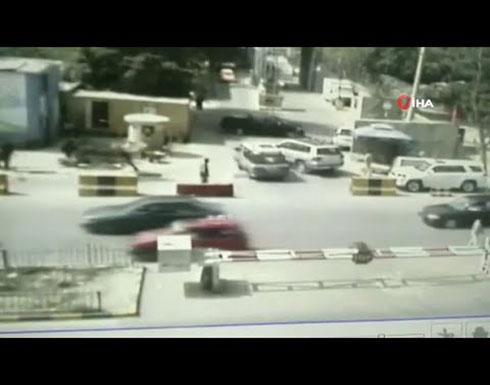 شاهد : لحظة تفجير سيارة مفخخة ومقتل واصابة العشرات في كابول