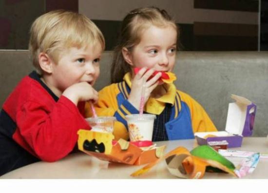 دراسة: الأطفال الأوائل في العائلة أكثر ذكاء من أشقائهم
