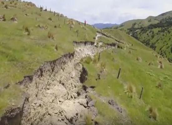 بالفيديو: لقطات مدهشة للشقوق المتشكلة من زلزال نيوزيلندا