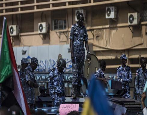 """الخرطوم.. تفريق محتجين بـ""""الغاز"""" وحمدوك يعد بـ""""تحول"""" في الشرطة"""