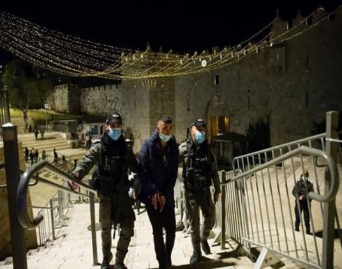 """شاهد : مواجهات في باب العامود بالقدس ووقفة احتجاجية بـ""""الشيخ جراح"""""""