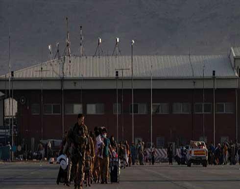 عضوان في الكونغرس الأمريكي يقومان بزيارة مفاجئة لمطار كابل