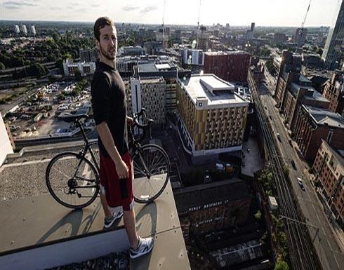 شاهد.. شابان تسلقا أعلى برج باسكتلندا فاعتقلتهما الشرطة ( صور )