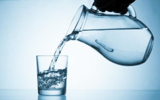 فوائد عديدة لشرب الماء على معدة فارغة صباحا