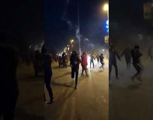 شاهد : 10 جرحى في مواجهات بين الأمن ومتظاهرين في كربلاء