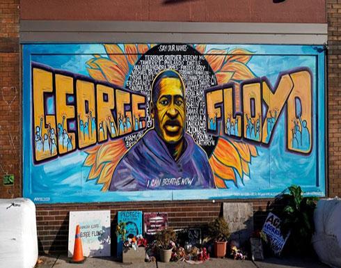 بالفيديو : محاكمة استثنائية لقاتل جورج فلويد.. والآلاف يهتفون بالقصاص