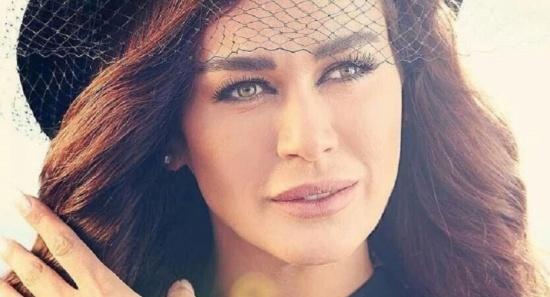 بالفيديو - نور صعب توقظ نادين الراسي من نومها... شاهدوا رد فعلها!