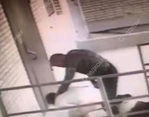 كلب ينقذ صاحبته من الموت بعد اعتداء حبيبها السابق عليها (فيديو)