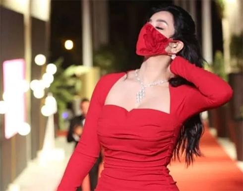 لجين عمران تخطف الانظار بإطلالة ملكية سوداء في ثاني ايام الجونة .. صور