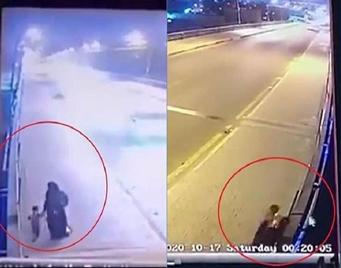 امرأة تهز العراق بأسره وترمي طفليها في دجلة .. بالفيديو