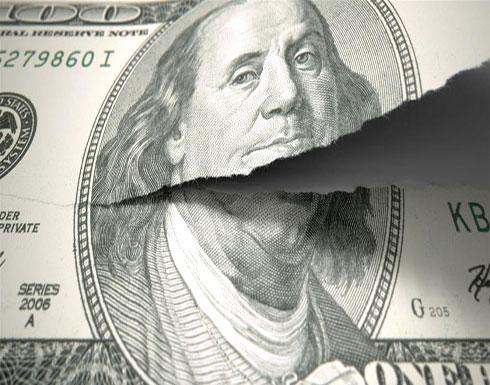 خطر على الاقتصاد الأميركي.. توقعات بانهيار سعر الدولار إلى 25%