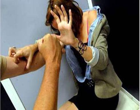 صورة : صدمة في بلد عربي.. شاب يمارس الرذيلة مع فتاة في الشارع