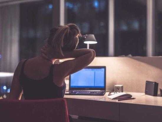 العمل ليلاً يزيد من خطر إصابتك بهذا المرض!