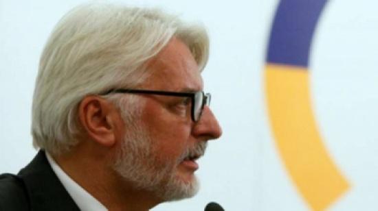 عجائب دبلوماسية.. وزير خارجية بولندا يُجري محادثات مع دولة خيالية