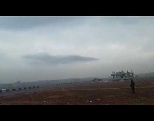 شاهد : لحظة انفجار أحد الصواريخ التي ألقتها الطائرات الحربية في ادلب