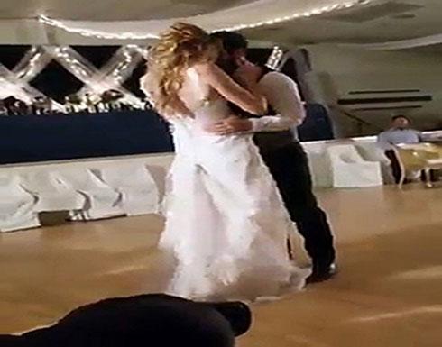 فيديو : عروس تمازح عريسها بطريقتها الخاصة في حفل زفافهما