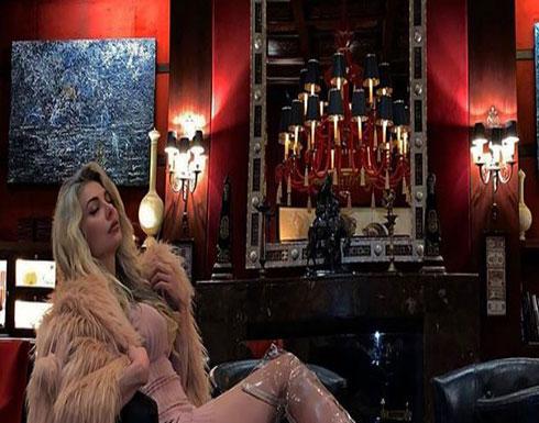ميريام كلينك تستعرض من داخل أحد الفنادق الكبرى ... بالفيديو