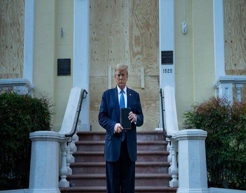 ترمب يزور كنيسة مجاورة للبيت الأبيض طالتها أعمال تخريب