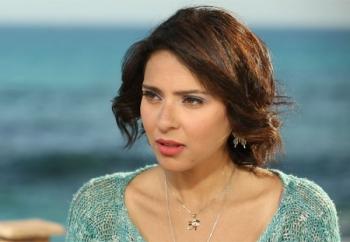 المصرية نورهان تنجو من حادث سير مروع