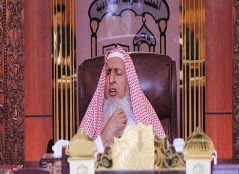 """مفتي السعودية يدعو إلى عزل الخطيب الذي يصف العمل في الطب بـ """"الدياثة"""""""