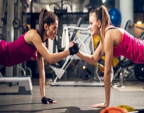 كيف تتمرن في صالة الرياضة دون القلق من الجراثيم؟
