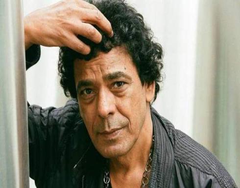 محمد منير يعيش حالة حزن بعد وفاة أشهر معجبيه