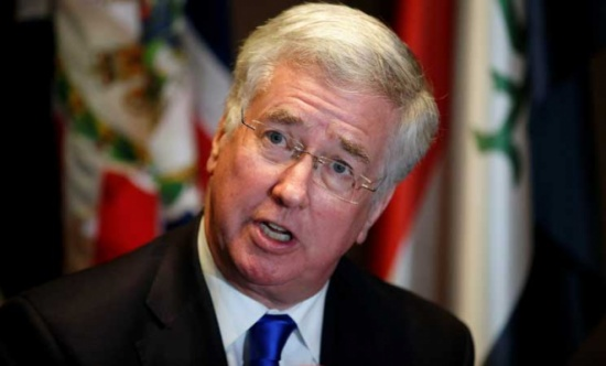 وزير الدفاع البريطاني يتوقع أن يتخلص العراق من تنظيم الدولة في 2017