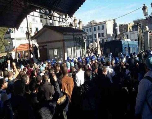 آلاف الاطباء يتظاهرون في الجزائر