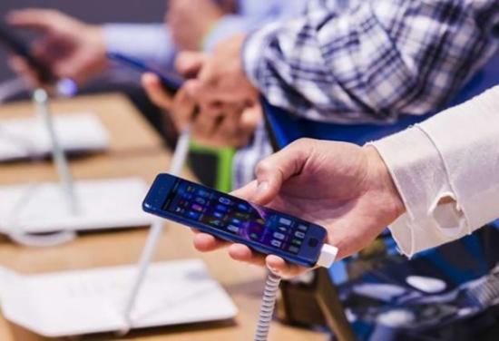 ثالث أذكى الهواتف في العالم ممنوع في أمريكا !