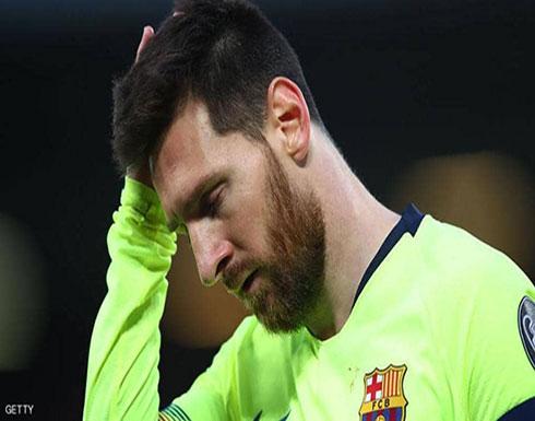 """بالفيديو : حافلة برشلونة تتخلى عن ميسي.. واللاعب يغادر """"أنفيلد"""" وحده"""