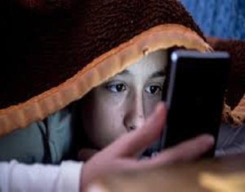 الوضع الليلي على الهاتف الذكي قد لا يساعدك على النوم
