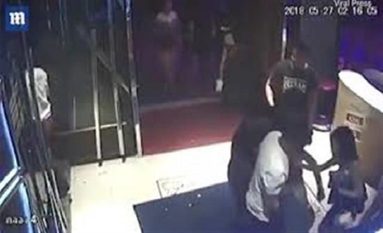 بالصور: عصابة تحمل امرأة سكرانة قبل الاعتداء عليها وضربها حتى الموت