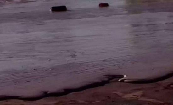 بالفيديو.. نهر من الشوكولا في بريطانيا