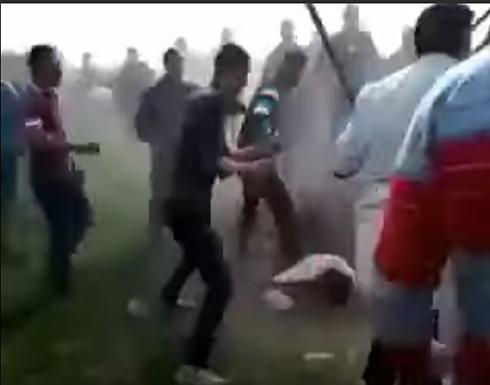 بالفيديو : سحل ورجم ... مصريون يضربون شابين اعتديا على فتاة