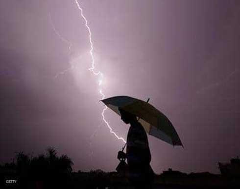 صواعق البرق تودي بحياة 60 شخصا على الأقل في الهند.. فيديو