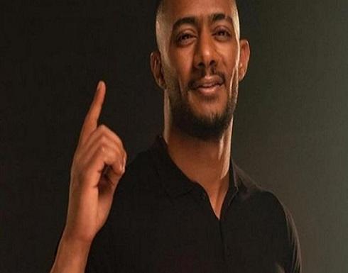حاملا سمية الخشاب.. شاهد محمد رمضان يروج لمسلسل موسي